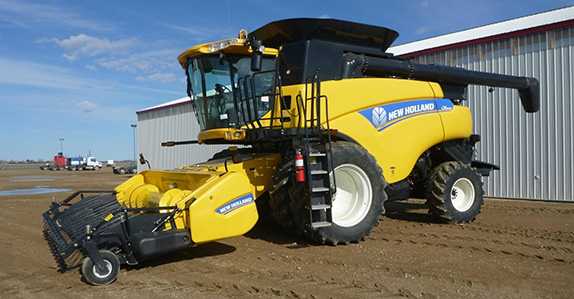 2012 New Holland CR9090 combine – CA$260,000