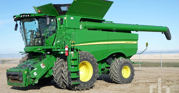 Combine harvester sold at Ritchie Bros.